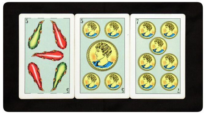 Baraja Azteca: 5 Bastos, 5 Oros, & 7 Oros.